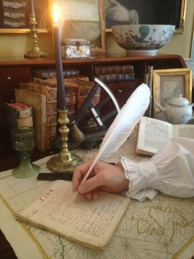 Hand skriver dagboken