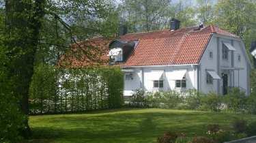 Framsida hus sommar